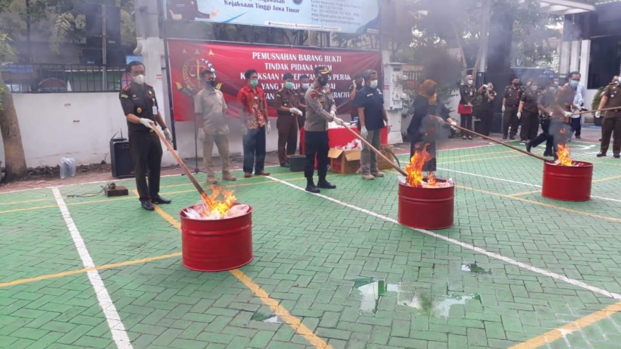 Kejari Tanjung Perak Surabaya Musnahkan 1,8 Kilogram Sabu-sabu