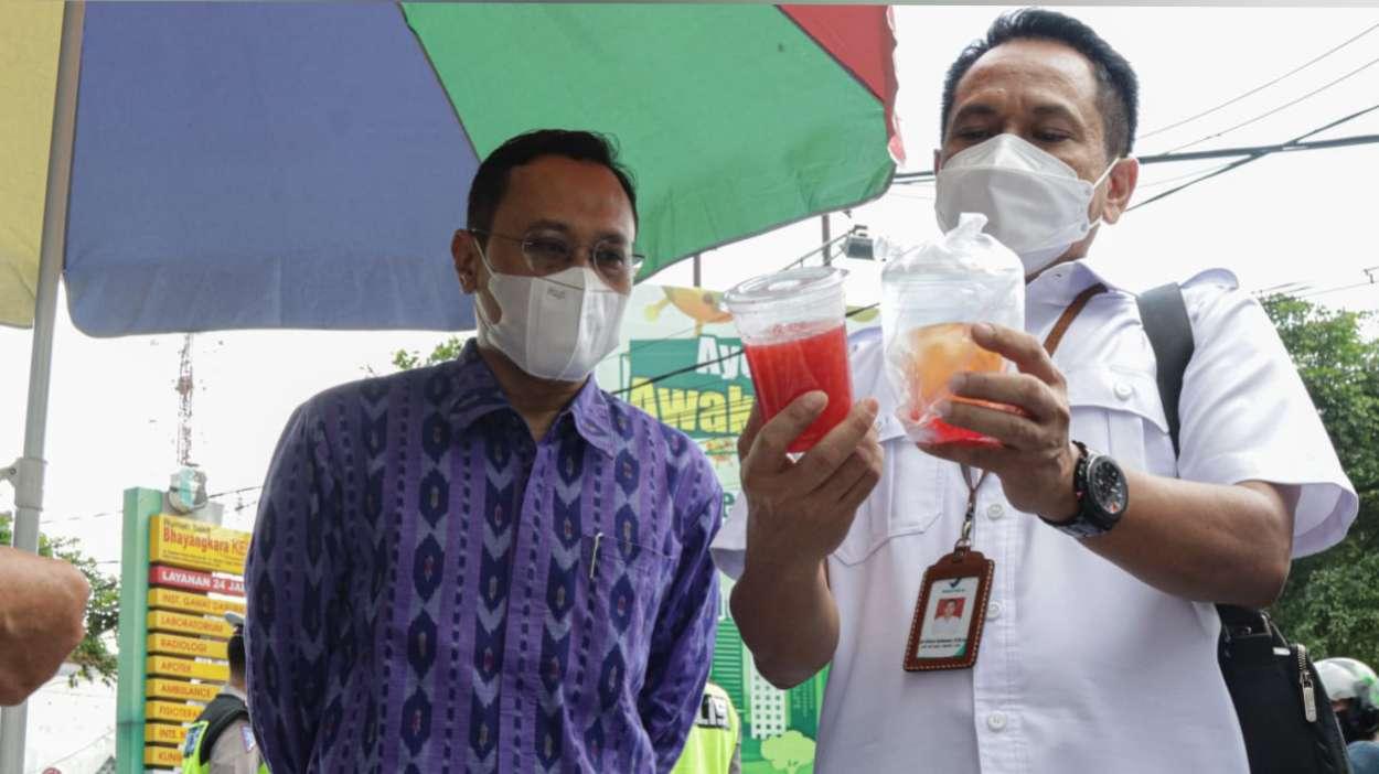 Petugas Gabungan Kota Kediri Periksa Makanan Buka Puasa Ramadan