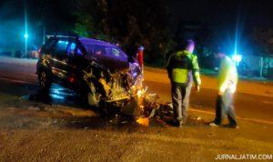 Brak! Mobil Avanza Ringsek Tabrak Pantat Truk di Jombang, Sopir Selamat