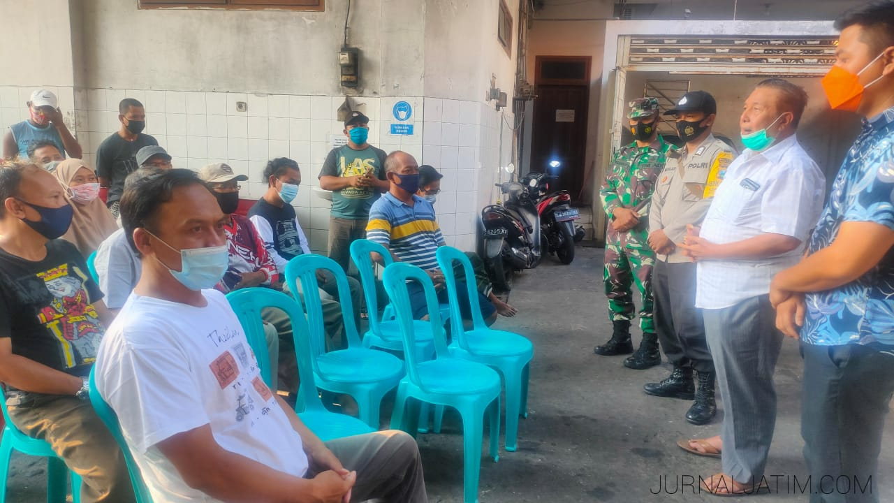 Keturunan Tionghoa Ini Bagi Paket Sembako di Jombang Selama 28 Tahun