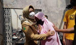 Wali Kota Mojokerto Sambangi Rumah Korban Kebakaran di Prajurit Kulon