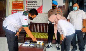 Polisi Mendadak Tes Urine Perangkat Desa Kampung Bersinar di Jombang