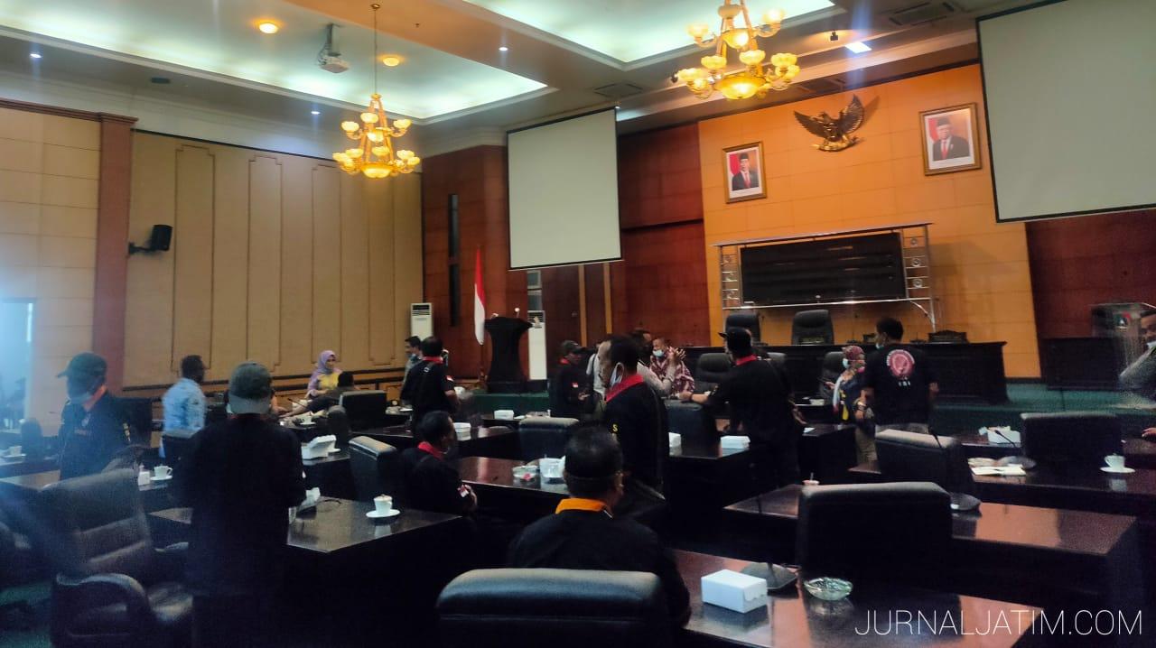 DPRD Jombang hearing dengan sopir angkutan umum bahas kereta kelinci