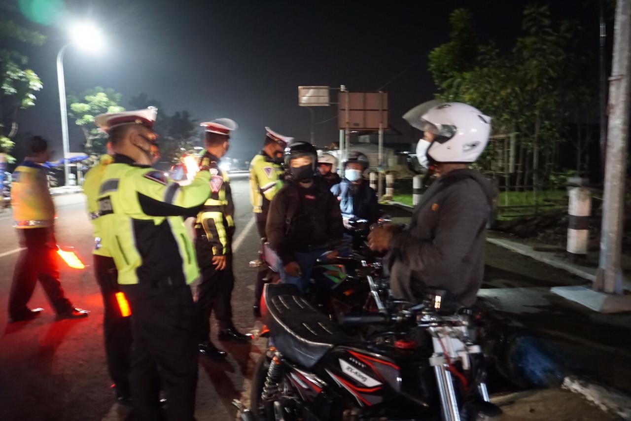 Operasi Balap Liar di Jalur Lintas Selatan Pacitan, Polisi Tilang 20 Motor