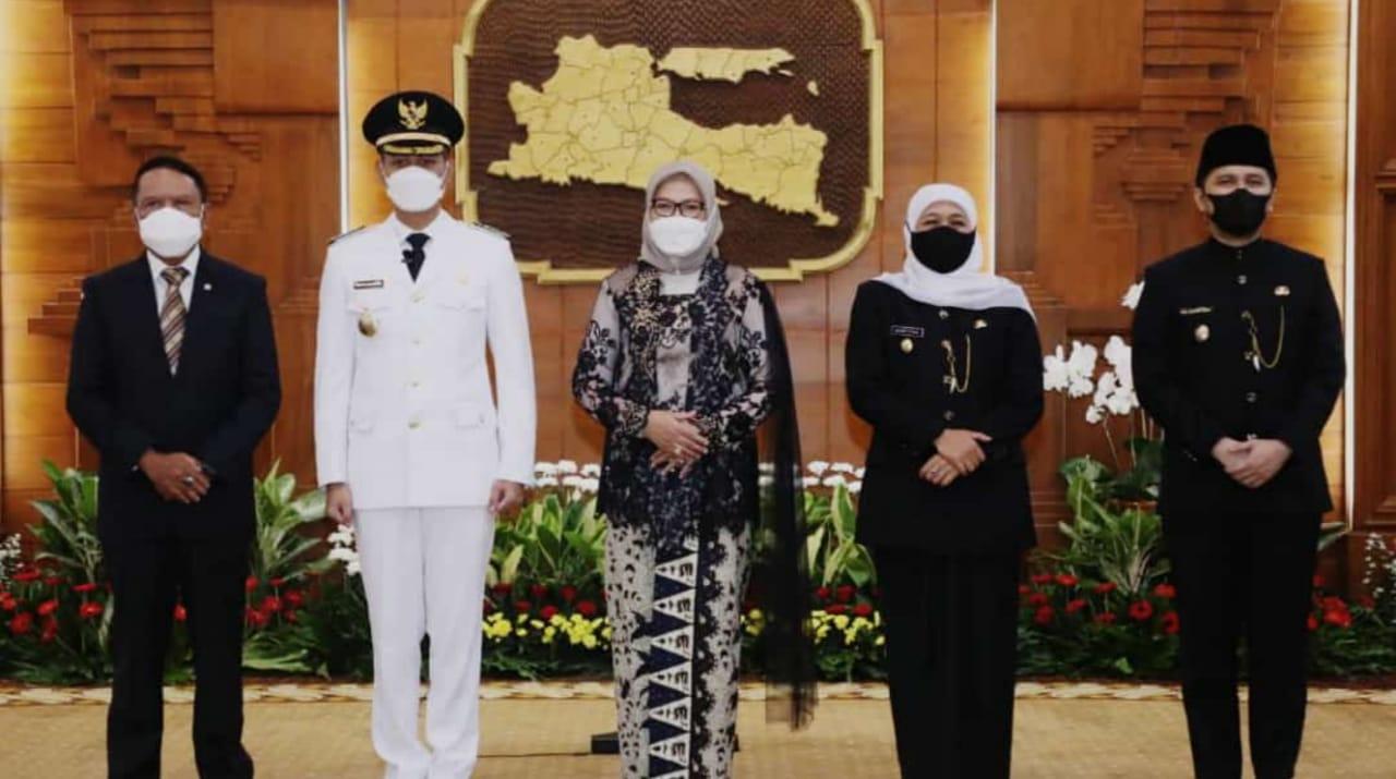 Gubernur Jatim Lantik Bupati dan Wakil Bupati Tuban Terpilih di Grahadi