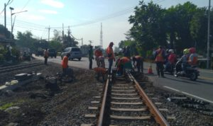 KAI Daop 7 Madiun Bakal Perbaiki Lintasan KA di Jalan Saradan - Caruban