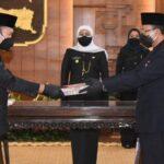Gubernur Jatim Lantik 16 Kepala OPD Secara Daring dari Gedung Grahadi