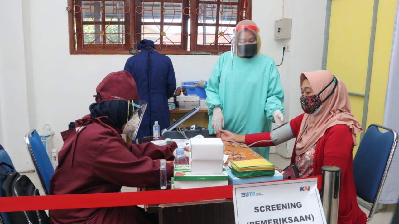 34 Orang Calon Penumpang KA Vaksin COVID-19 di Stasiun Besar Madiun