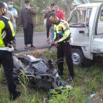 Mobil Pikap Oleng Hantam Tiang, Pemotor di Jombang Tewas Tertabrak