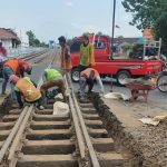 KAI Minta Maaf Jika Terganggu Perbaikan Jalur Rel KA di Kota Madiun