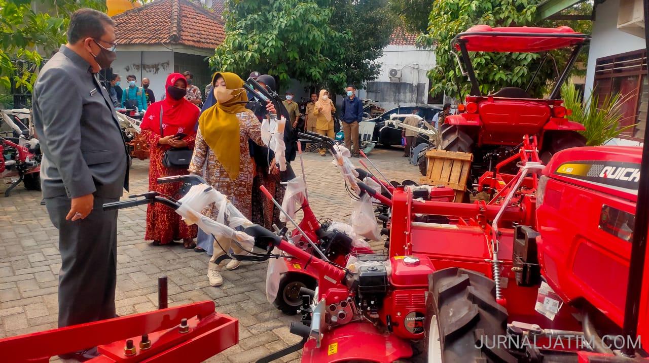 Komisi IV DPR Gerojok Bantuan Alat Mesin Pertanian di Jombang
