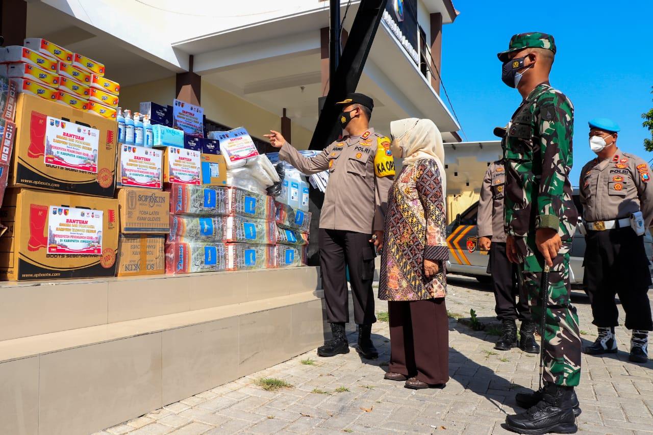 Polres Jombang Gelontor Perlengkapan Sarpras 182 Kampung Tangguh
