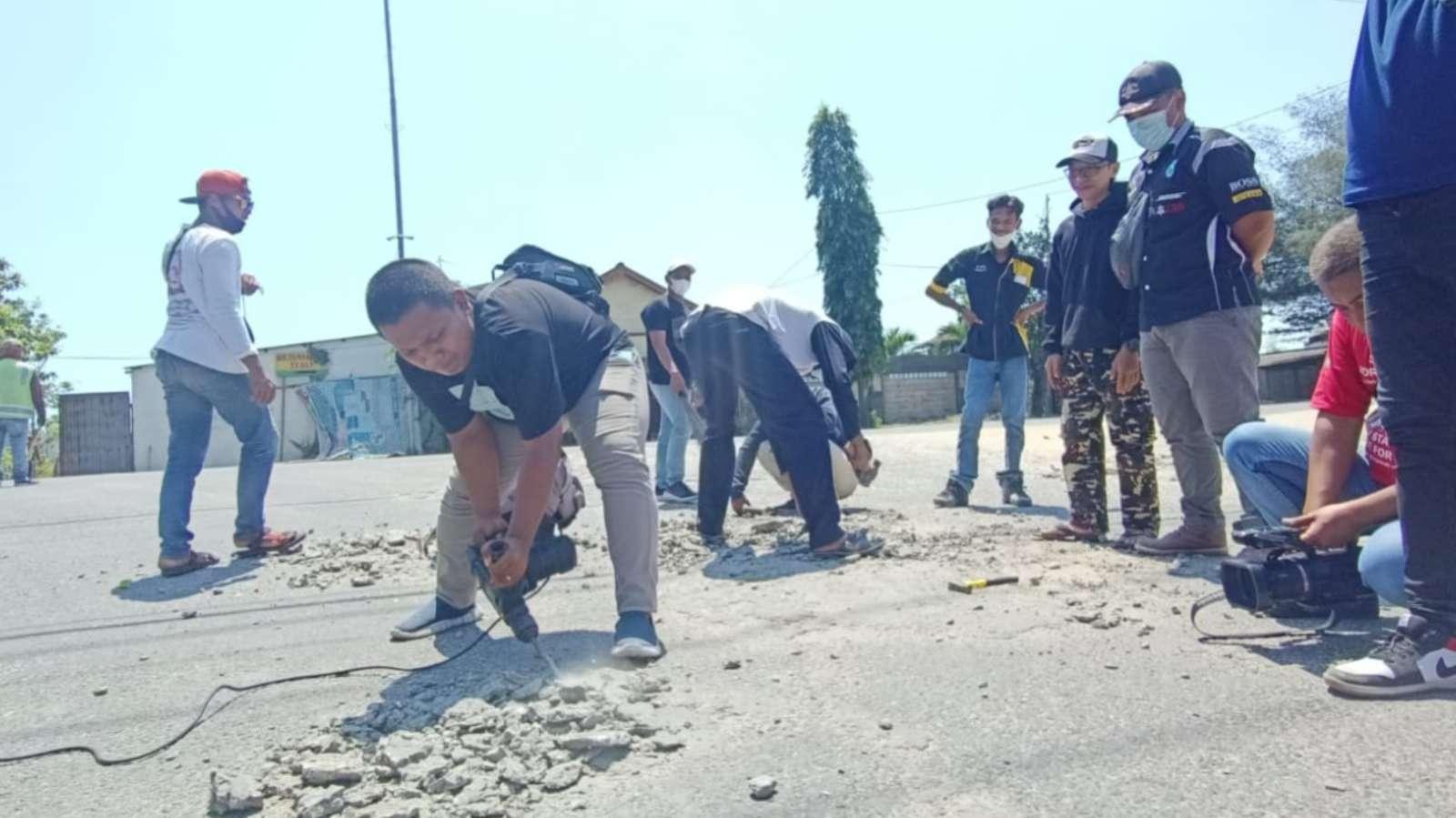 Polisi Apresiasi Aksi Biker Tuban Bersihkan Material di Jalur Pantura