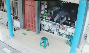 Maling Bobol Toko HP di Tuban Terekam CCTV, Pelaku Curi Uang Rp10 juta