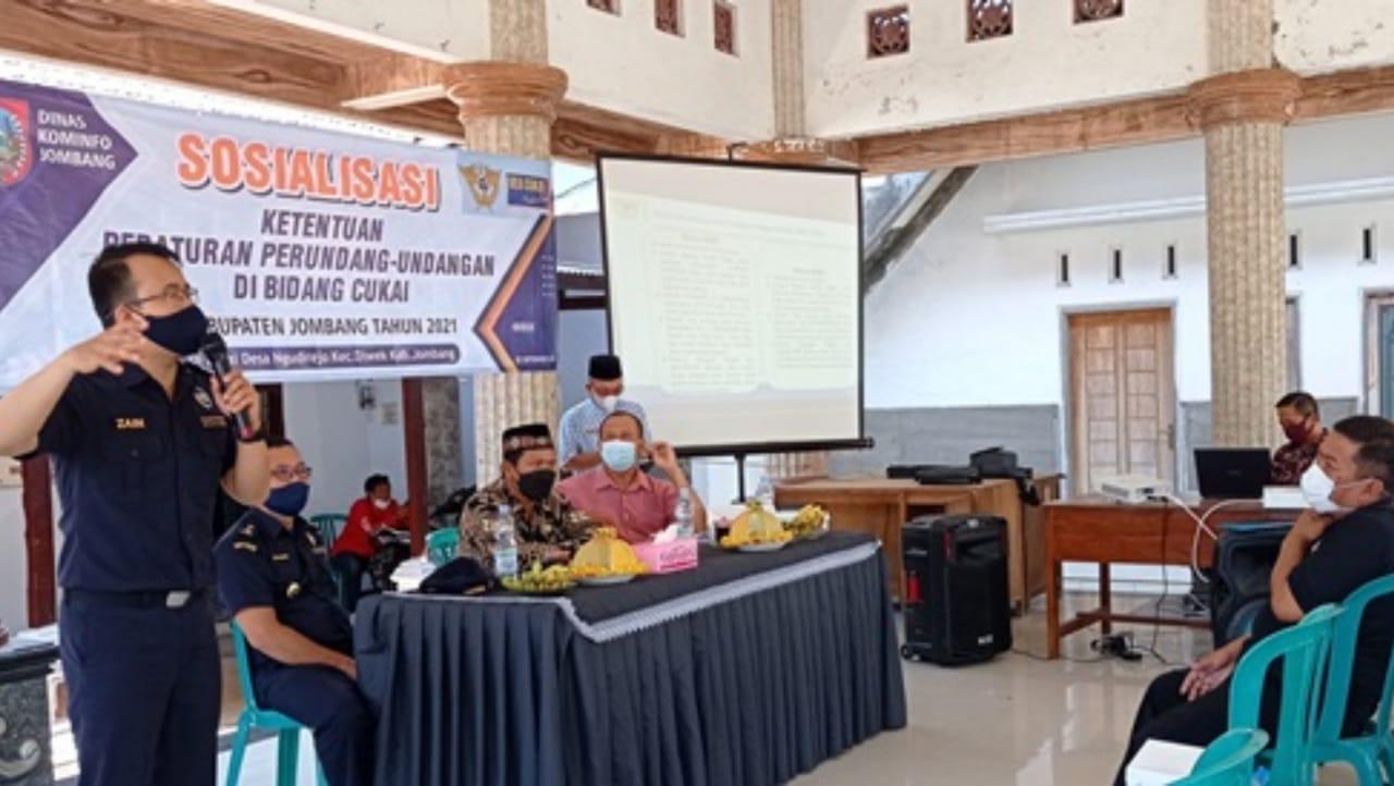 Dinas Kominfo Jombang Sosialisasi Layanan Cukai di Balai Desa Ngudirejo