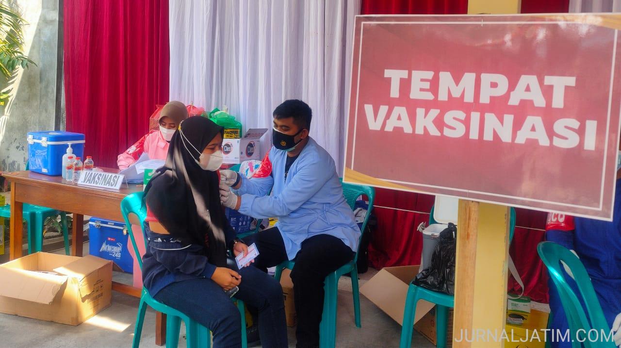 Ratusan Warga Jombang Antusias Ikuti Vaksinasi COVID-19 di Kelenteng