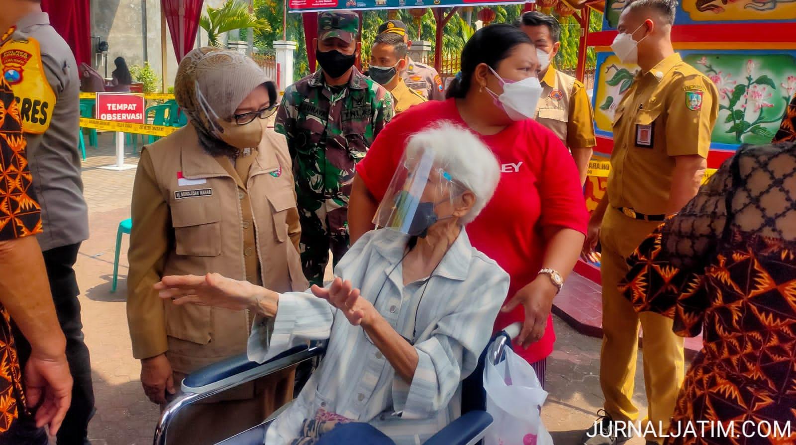 Nenek 81 Tahun Gagal Ikuti Vaksinasi COVID-19 di Jombang, Ini Penyebnya