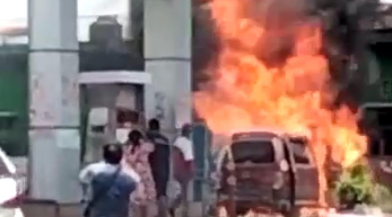 Mobil Daihatsu Espass Ditumpangi Pasutri Nganjuk Terbakar di SPBU