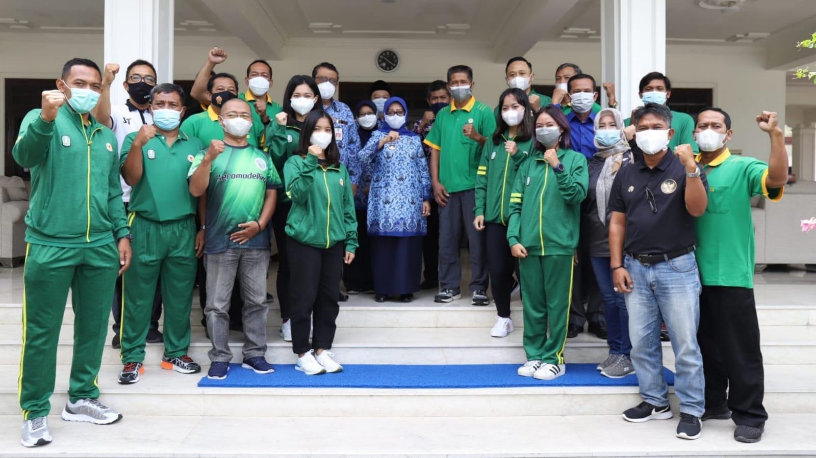 Bupati Mundjidah Wahab Lepas Kontingen Jombang ke PON Papua