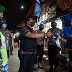 Patroli Skala Besar di Jombang Bagi-bagi Masker dan Ingatkan Prokes