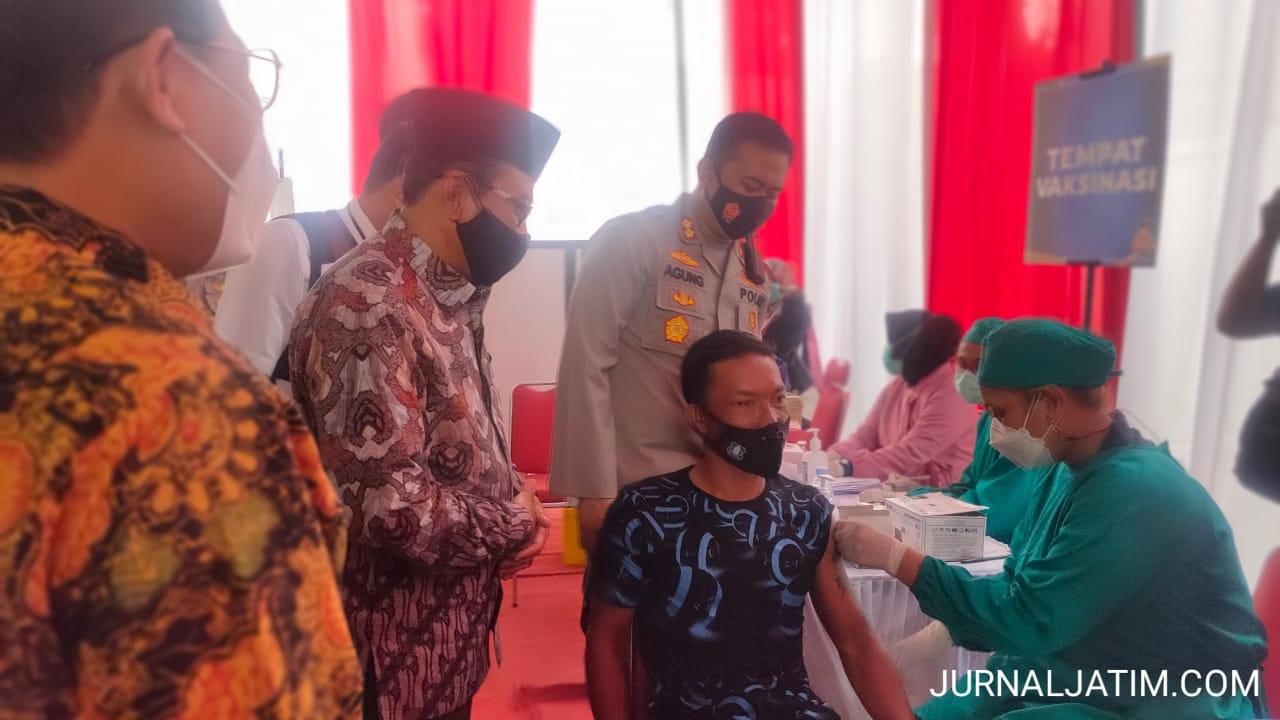HUT ke 66 Lalu Lintas, Tunawisma di Jombang Dapat Vaksinasi COVID-19