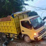 Celaka! Amrozi Lamongan Tabrak Truk Parkir di Jombang, 2 Orang Luka