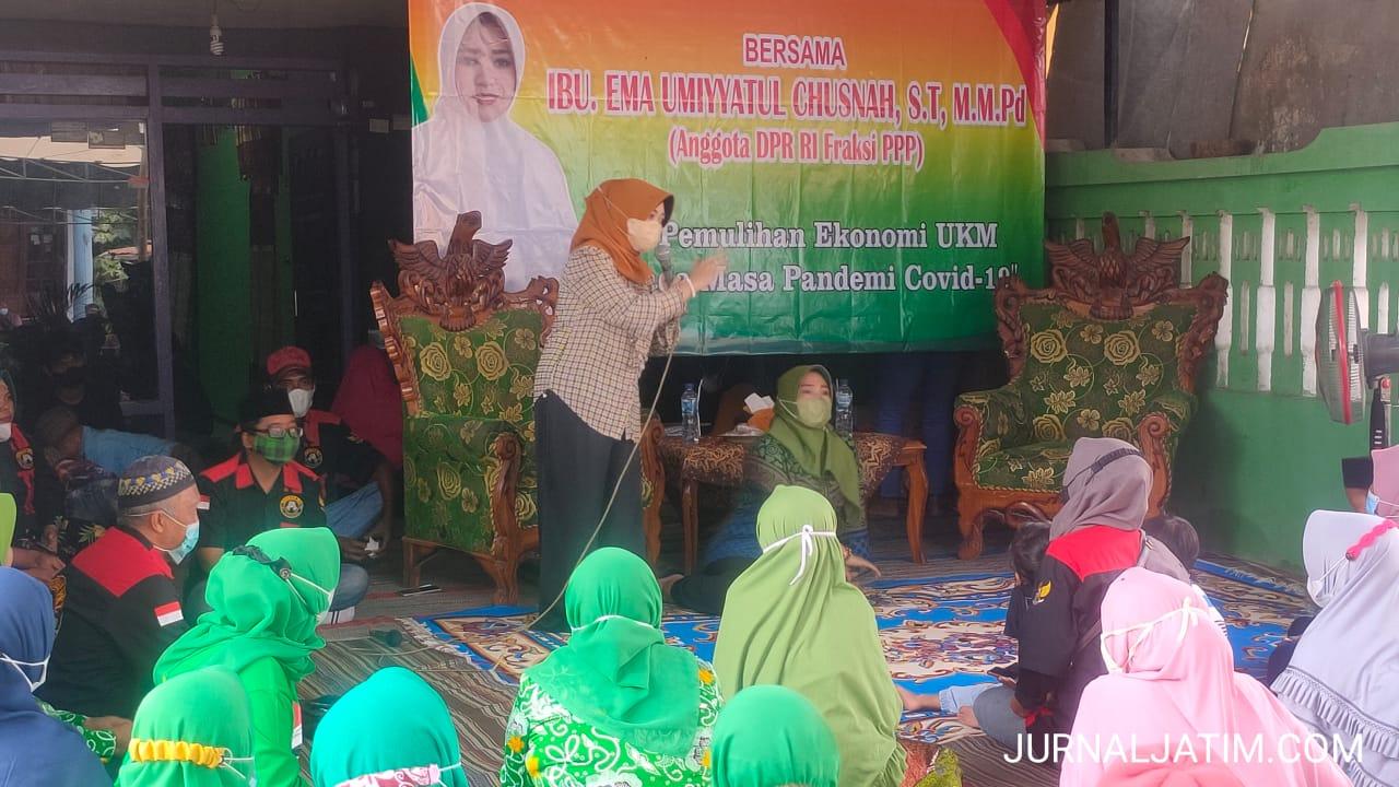Legislator ini Ajak PKL di Jombang Manfaatkan Ponsel untuk Jualan Online