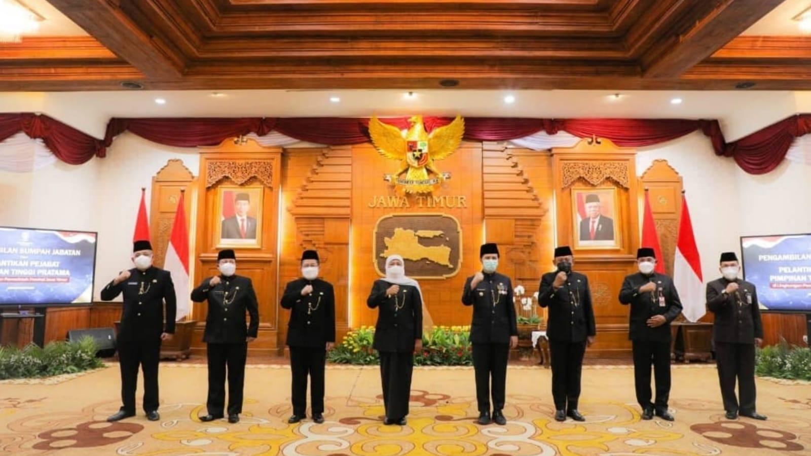Gubernur Jatim Lantik Lima Orang Pejabat Eselon II di Grahadi Surabaya