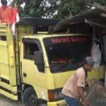 Tie Rod Rusak, Truk Muat Pagar Panel Beton Tabrak Warung di Jombang