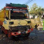 Tabrakan Beruntun 4 Mobil di Jombang Akibatkan Dua Orang Luka