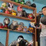 Keren! Perajin Cosplay Dari Spons di Jombang Sukses Pasarkan ke Luar Negeri