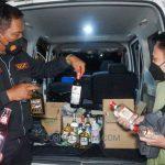 Patroli Protokol Kesehatan, Polisi Gagalkan Transaksi Miras di Jombang