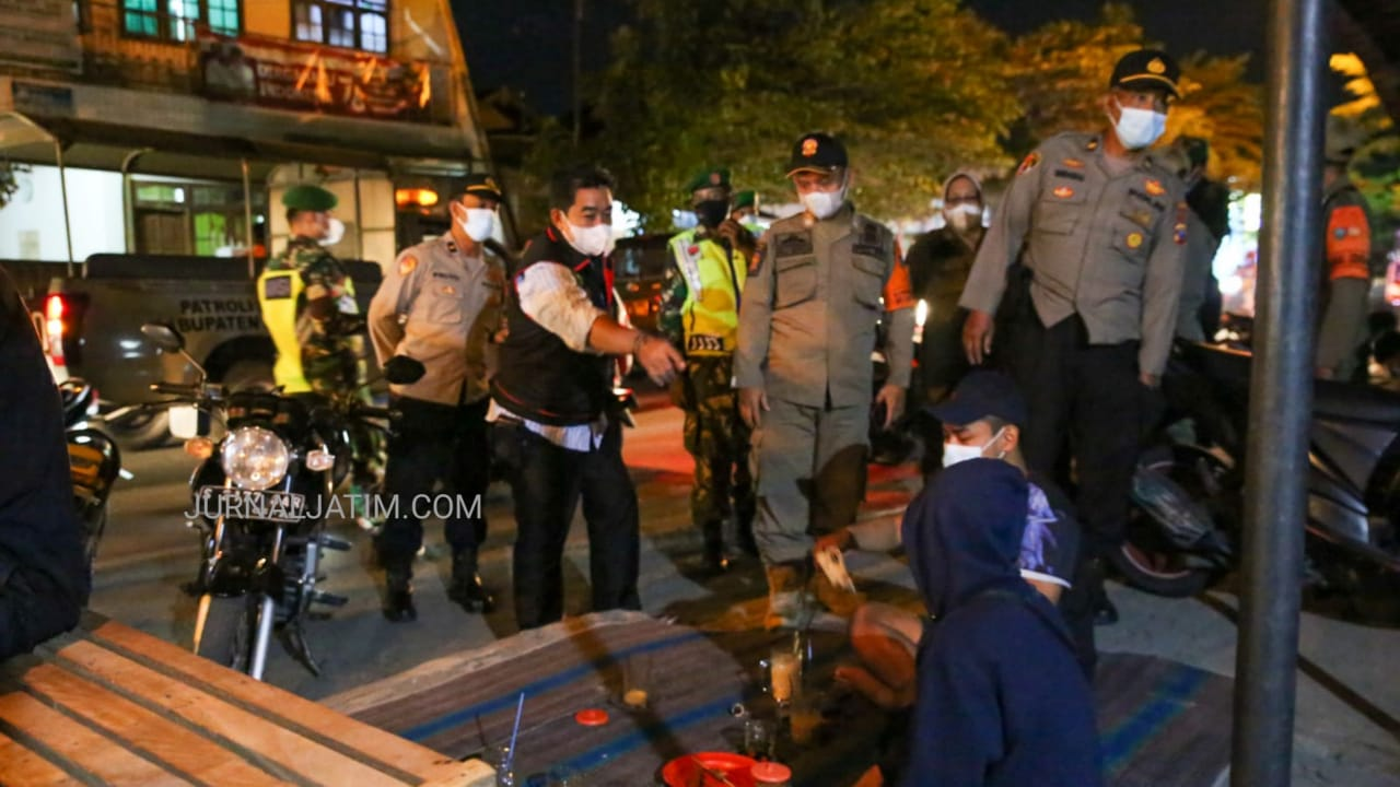 Nongkrong Berkerumun, Muda-Mudi di Jombang Kabur Dipatroli Polisi