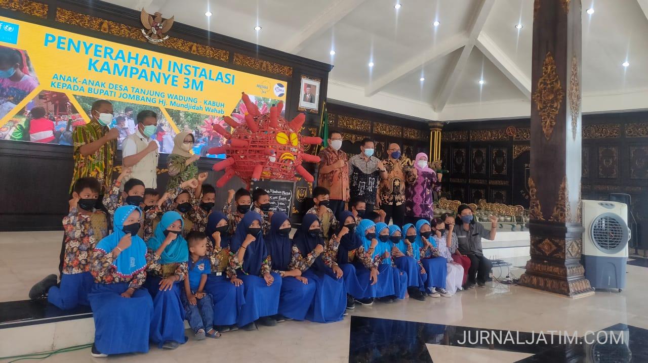 Kreatif, Anak-anak Jombang Sulap Sampah Jadi Alat Kampanye Prokes 3M