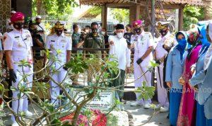 Jelang HUT ke 76, Komandan Diklatal Ziarah Makam Gus Dur di Jombang