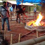 Digerebek Sepi Orang, Polisi Bakar Arena Judi Sabung Ayam di Jombang
