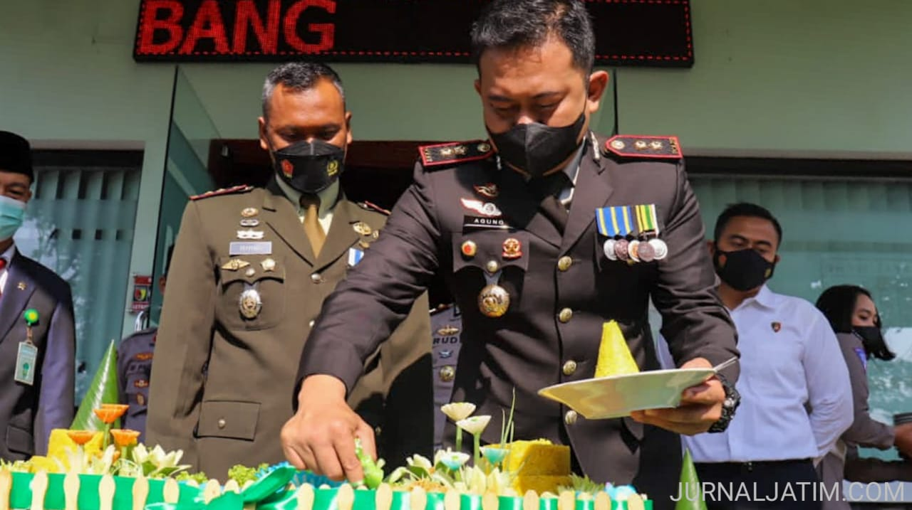 Kapolres Jombang Datangi Komandan Kodim Beri Kejutan HUT TNI ke 76