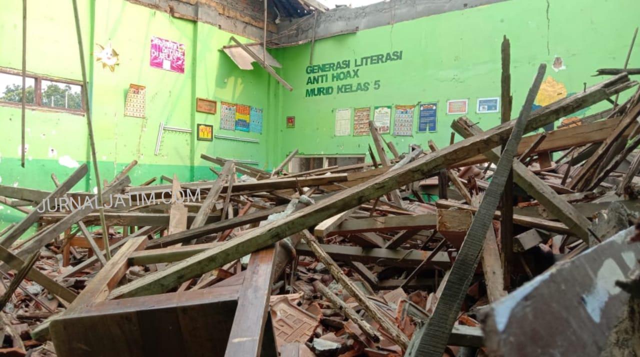 Satu Tahun Tidak Ditempati, Atap Sekolah di Jombang Ambruk