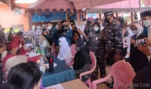 Kasal Laksamana TNI Yudo Margono Tinjau Vaksinasi Santri di Jombang