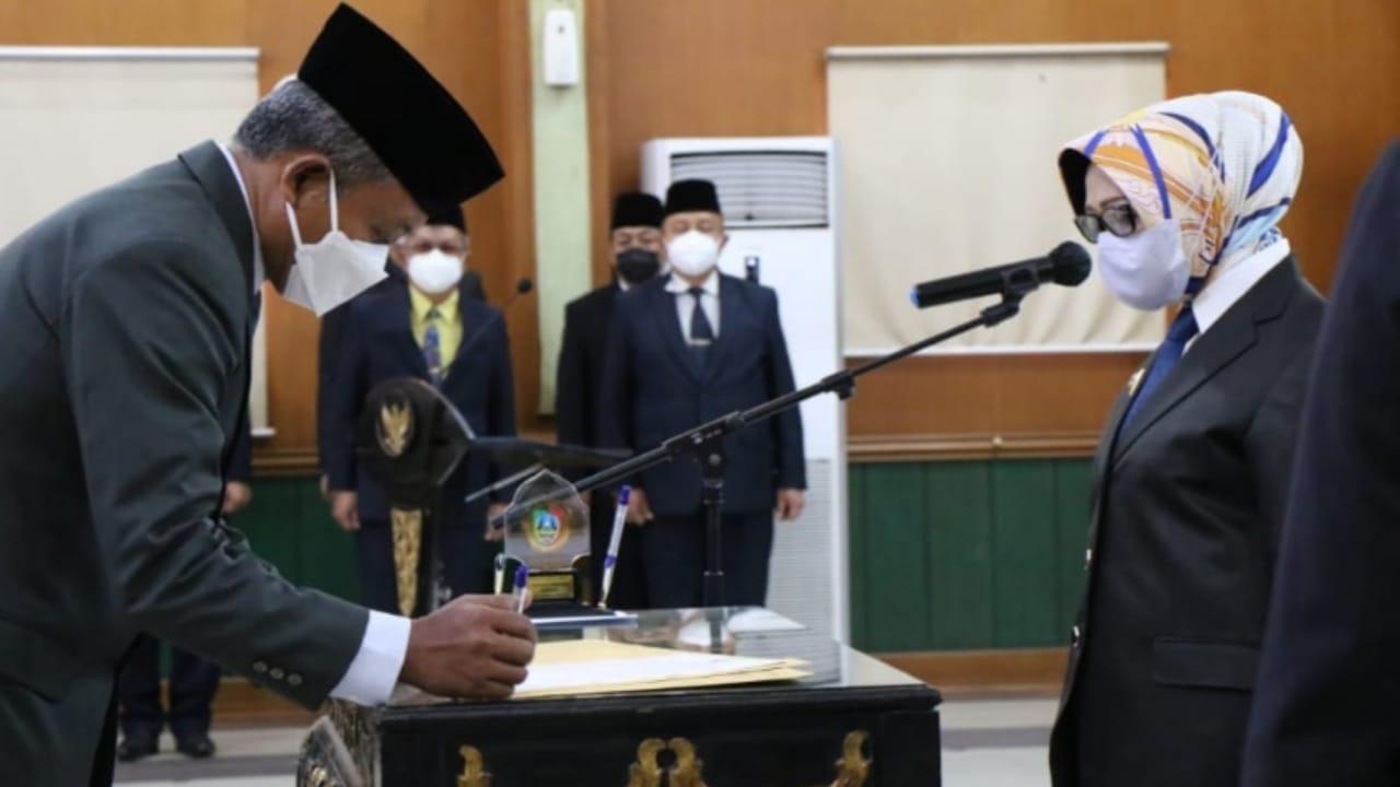 Senen Dilantik sebagai Penjabat Sekda Jombang Bersama Ratusan Pejabat